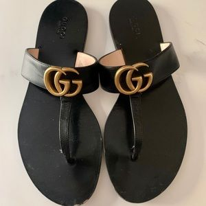 Gucci Marmont flat leather thong